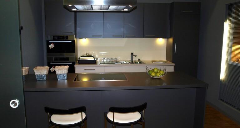 dk das k chenhaus j rg usbeck k chen mit granit bora dunstabzug im raum frankfurt. Black Bedroom Furniture Sets. Home Design Ideas